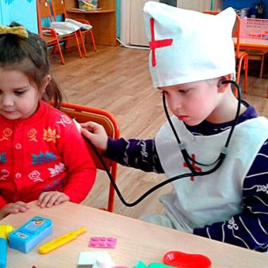 Больница - любимая игра девочек